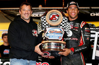 Race winner Darrell Wallace Jr. with Tony Stewart