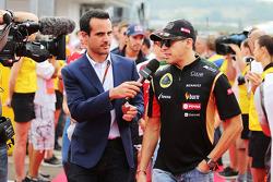 F1: Pastor Maldonado, Lotus F1 Team on the drivers parade.