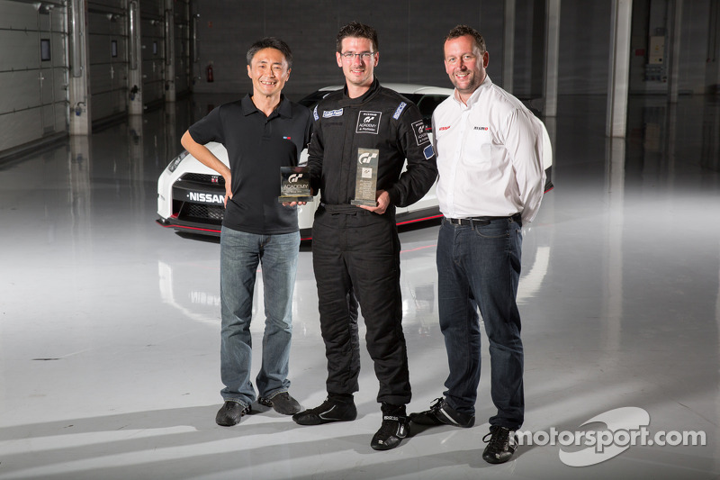 Gran Turismo creato Kazunori Yamauchi, 2014 GT Academy winner Gaëtan Paletou and NISMO Global Head of Brand Marketing and Sales Darren Cox