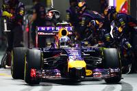 Daniel Ricciardo, Red Bull Racing RB10 makes a pit stop
