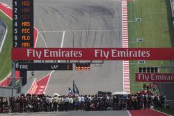 De startopstelling voor de start van de race