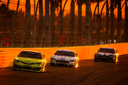 Matt Kenseth, Joe Gibbs Racing Toyota, Brad Keselowski, Team Penske Ford, Jimmie Johnson, Hendrick Motorsports Chevrolet