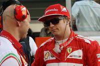Kimi Raikkonen, Ferrari with Mark Arnall, Personal Trainer on the grid