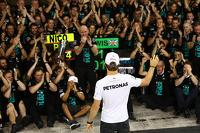 Nico Rosberg, Mercedes AMG F1 W05 with the team