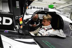 Nico Hulkenberg seat fitting in the Porsche 919 Hybrid