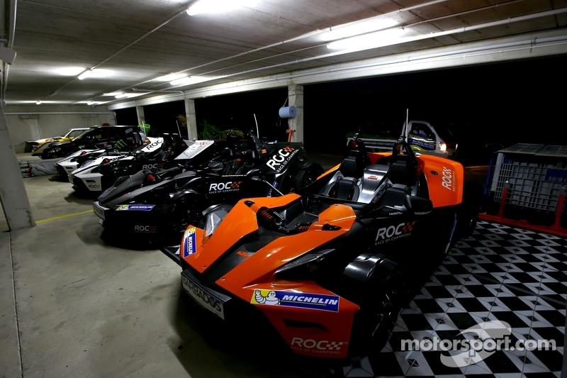 Die Autos am Abend in der Garage