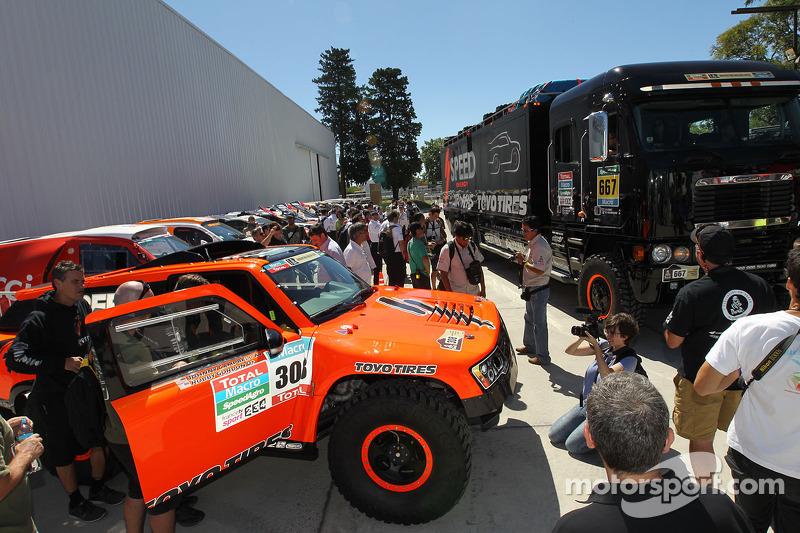 #308 Hummer: Robby Gordon, Johnny Campbell