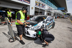 Pit stop for #92 MARC Cars Australia MARC Focus V8: James Kaye, Amro Al-Hamad, Tony Karanfilovski with damage
