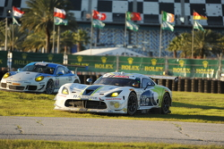 #33 Riley Motorsports SRT Viper GT3-R: Ben Keating, Al Carter, Jeroen Bleekemolen, Sebastiaan Bleekemolen, Marc Goossens in trouble
