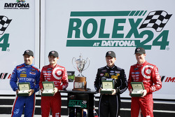 Podium: winners Scott Dixon, Kyle Larson, Jamie McMurray, Tony Kanaan, Chip Ganassi Racing