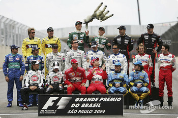 Drivers of the 2004 World Championship photoshoot: everybody break into a laugh