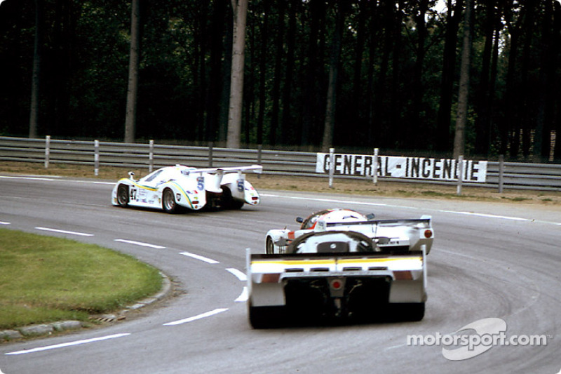 #47 Graff Racing Rondeau M482 Ford: Jean-Philippe Grand, Marc Menant, Jacques Goudchaux leads a group of cars