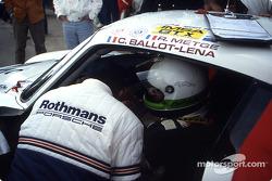 Pitstop for #180 Porsche AG Porsche 961: René Metge, Claude Ballot-Léna