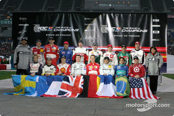 Fredrik Johnsson and Michèle Mouton with the 16 drivers of the 2004 Race of Champions