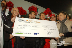 The ICM (The Institute for Brain and Spinal cord Disorders) receives 200.000 euro from the ROC, out of the hands of Michael Schumacher and Jean Todt