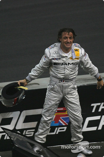Final: Jean Alesi gives his helmet to a fan