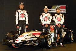 Jenson Button, Anthony Davidson and Takuma Sato with the new BAR Honda 007