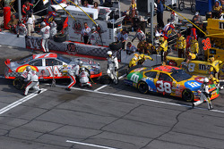 Pitstop for John Andretti and Elliott Sadler