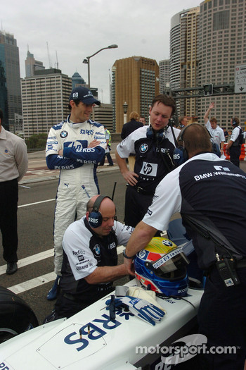 Williams-BMW event in Sydney: Mark Webber gets ready