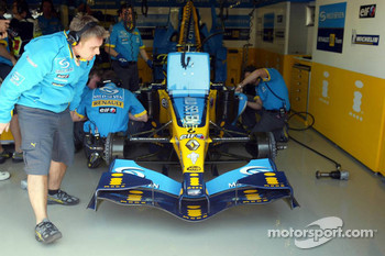 Garage activity at Renault F1