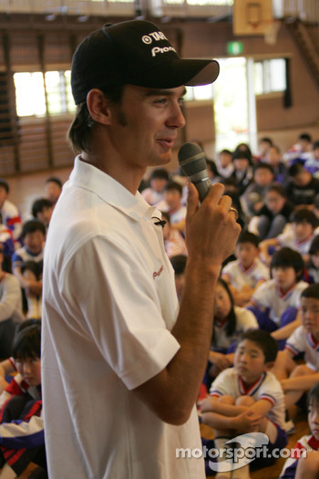 Darren Manning visits a school
