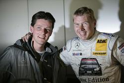 Mika Hakkinen celebrates pole position with his enginner Axel Randolph