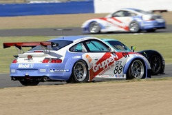 #88 Gruppe M Racing Porsche 996 GT3 RSR: Emmanuel Collard, Tim Sugden attempts to pass the Vitaphone Racing Saleen