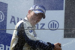 Podium: champagne for Nick Heidfeld