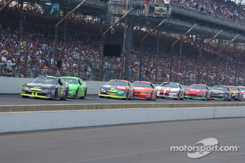 Terry Labonte leads a group of cars