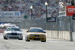 #96 Turner Motorsport BMW M3: Bill Auberlen, Justin Marks takes the checkered flag