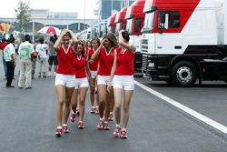 Grid girls in the morning rain