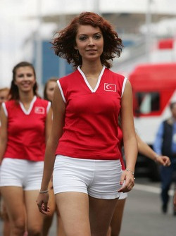 Grid girls head to pre-race ceremony
