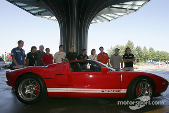 Pre-event press conference: drivers pose with the Ford GT