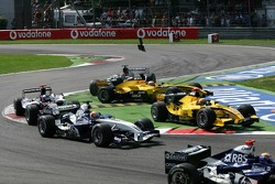 Start: incident between Narain Karthikeyan and Christijan Albers
