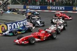 Start: Felipe Massa and Michael Schumacher battle