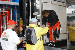 Dan Wheldon doing autographs