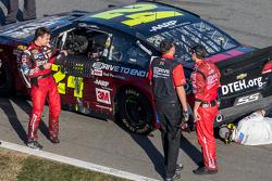 Damage for Jeff Gordon on last lap, Hendrick Motorsports Chevrolet