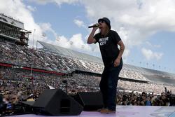 Kid Rock performs