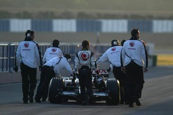 Anthony Davidson walks back to pits