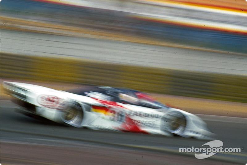 Winning #36 Dauer at the Dunlop chicane