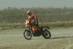 Marc Coma and Luc Alphand exchange machines at Lac Rose: Luc Alphand tries the Repsol KTM of Marc Coma