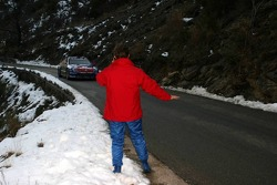 Sébastien Loeb slows the other drivers down after his crash