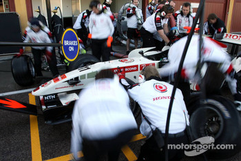 Pitstop practice for Rubens Barrichello and Honda team members