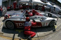 Pitstop for #1 Audi Sport North America Audi R10 TDI Power: Frank Biela, Emanuele Pirro, Marco Werner
