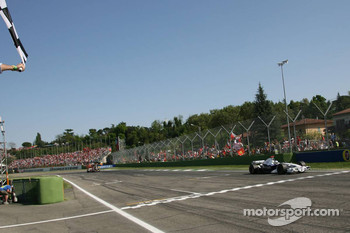 Nick Heidfeld crosses the finish line