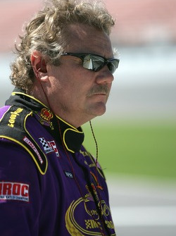 Steve Kinser watches practice action