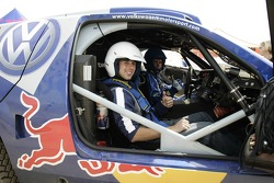 Red Bull goes off track: Neel Jani and Giniel de Villiers in a Volkswagen Touareg