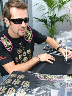 Tiago Monteiro gives out his t-shirts