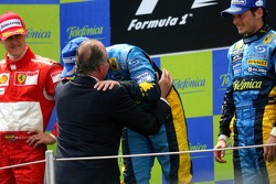 Podium: race winner Fernando Alonso celebrates with King of Spain Juan Carlos, Michael Schumacher and Giancarlo Fisichella