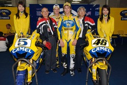 Colin Edwards and Valentino Rossi pose with guests